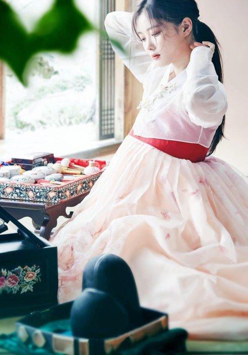 Kim Yoo Jung, 1999, 17 ans (!)
