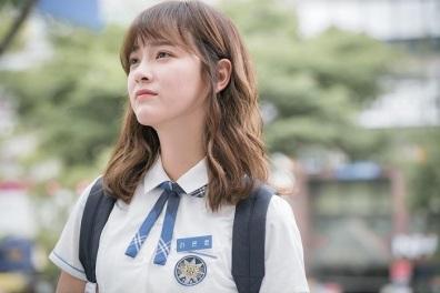 school-2017-stills-kim-se-jeong